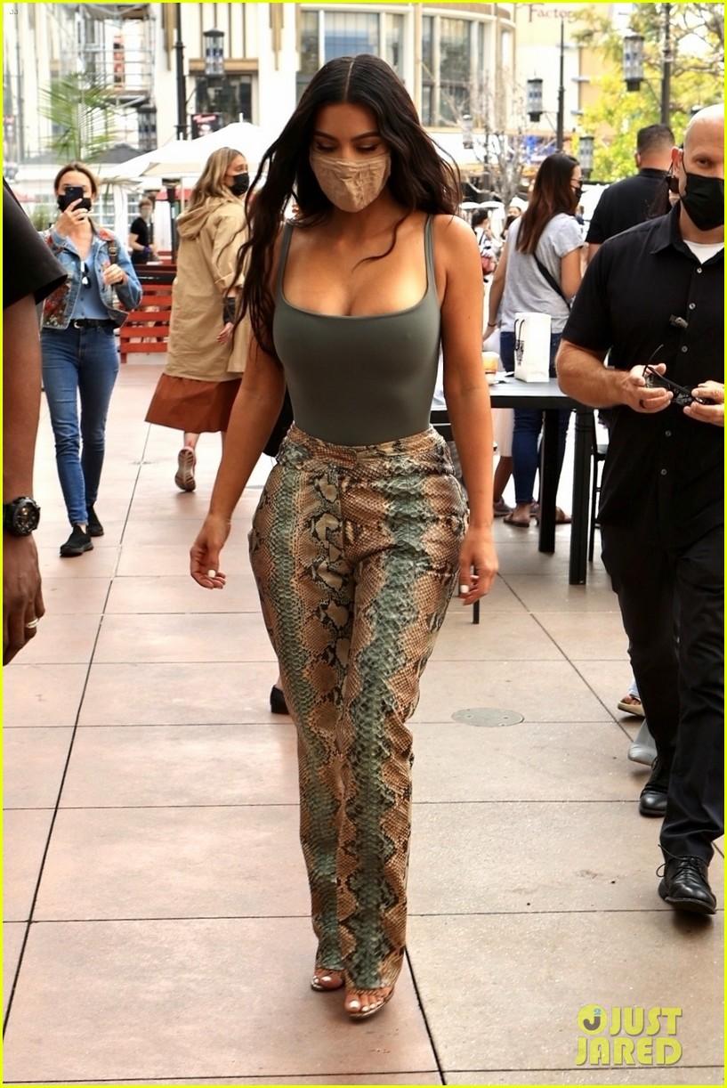 kim kardashian skims pop up shop after billionaire status 324539521