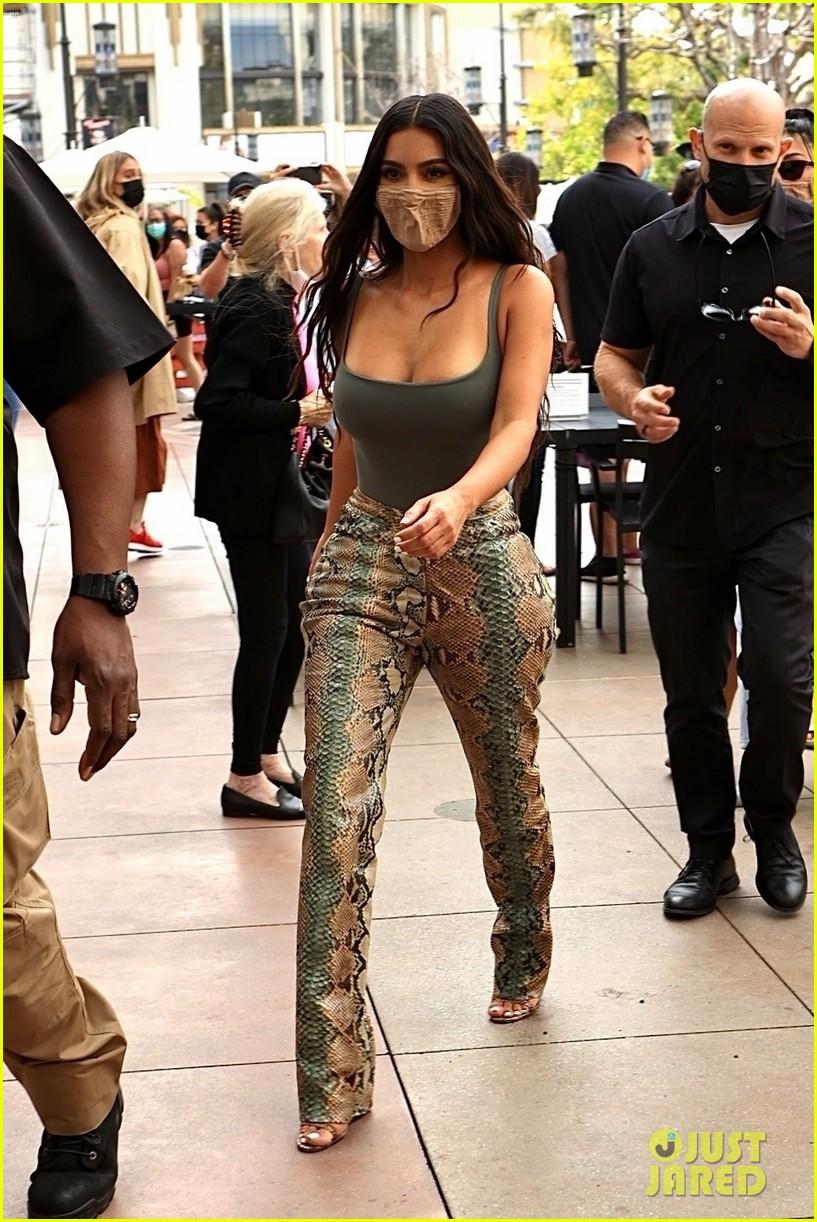 kim kardashian skims pop up shop after billionaire status 334539522