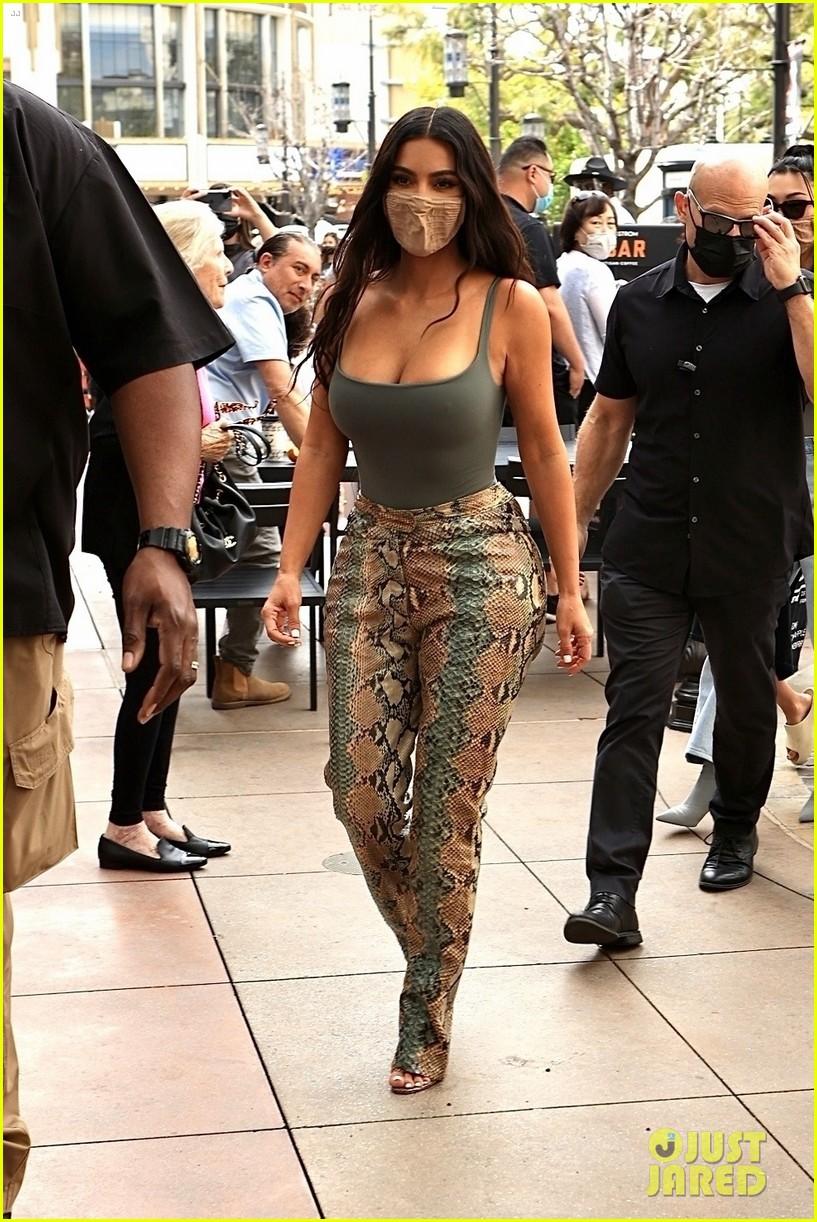 kim kardashian skims pop up shop after billionaire status 344539523