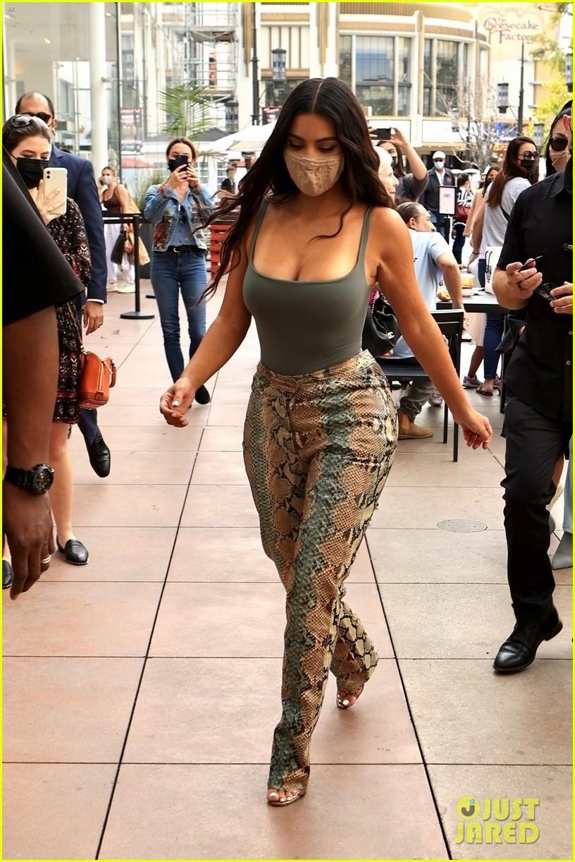 kim kardashian skims pop up shop after billionaire status 364539525