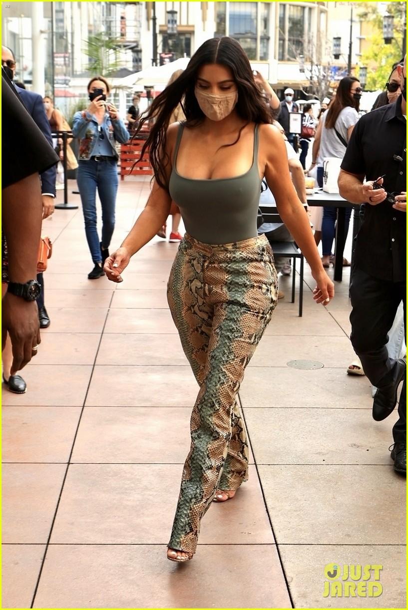 kim kardashian skims pop up shop after billionaire status 374539526