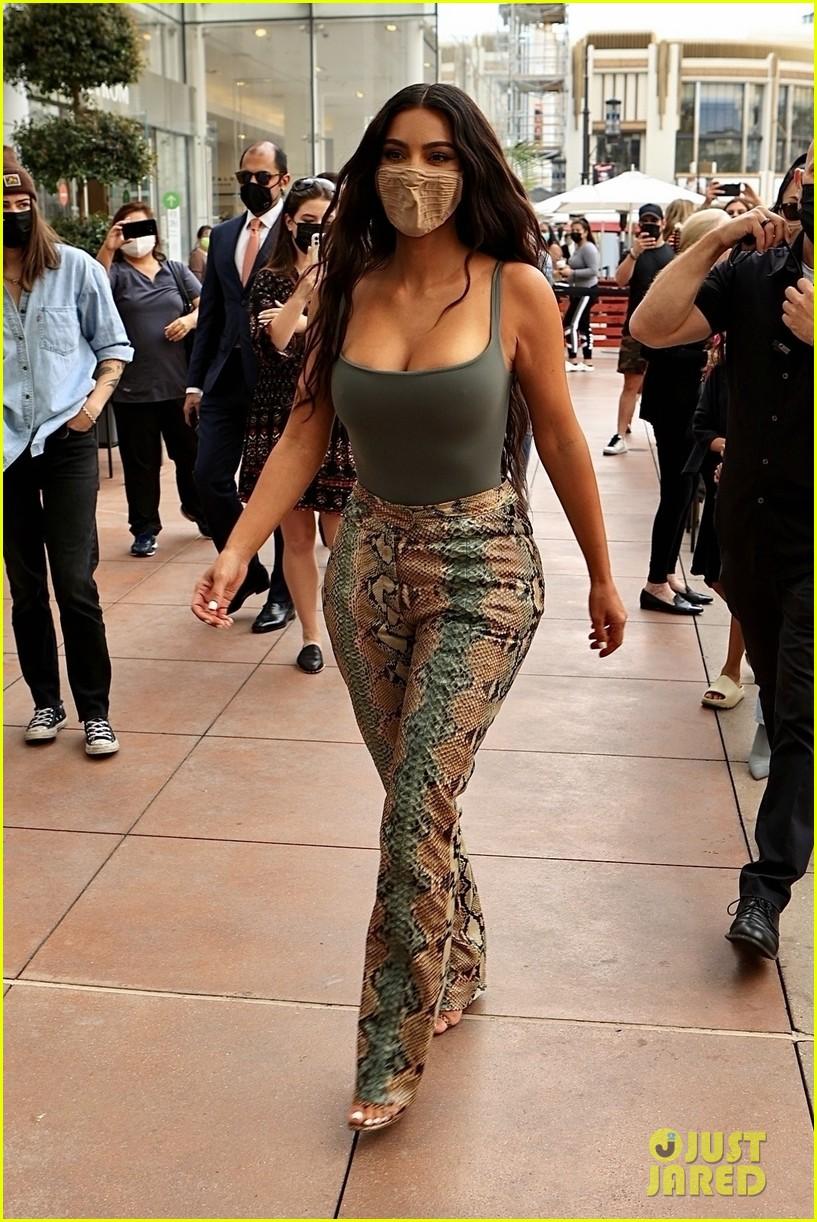 kim kardashian skims pop up shop after billionaire status 414539530