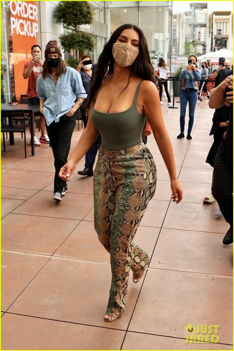 kim kardashian skims pop up shop after billionaire status 434539532
