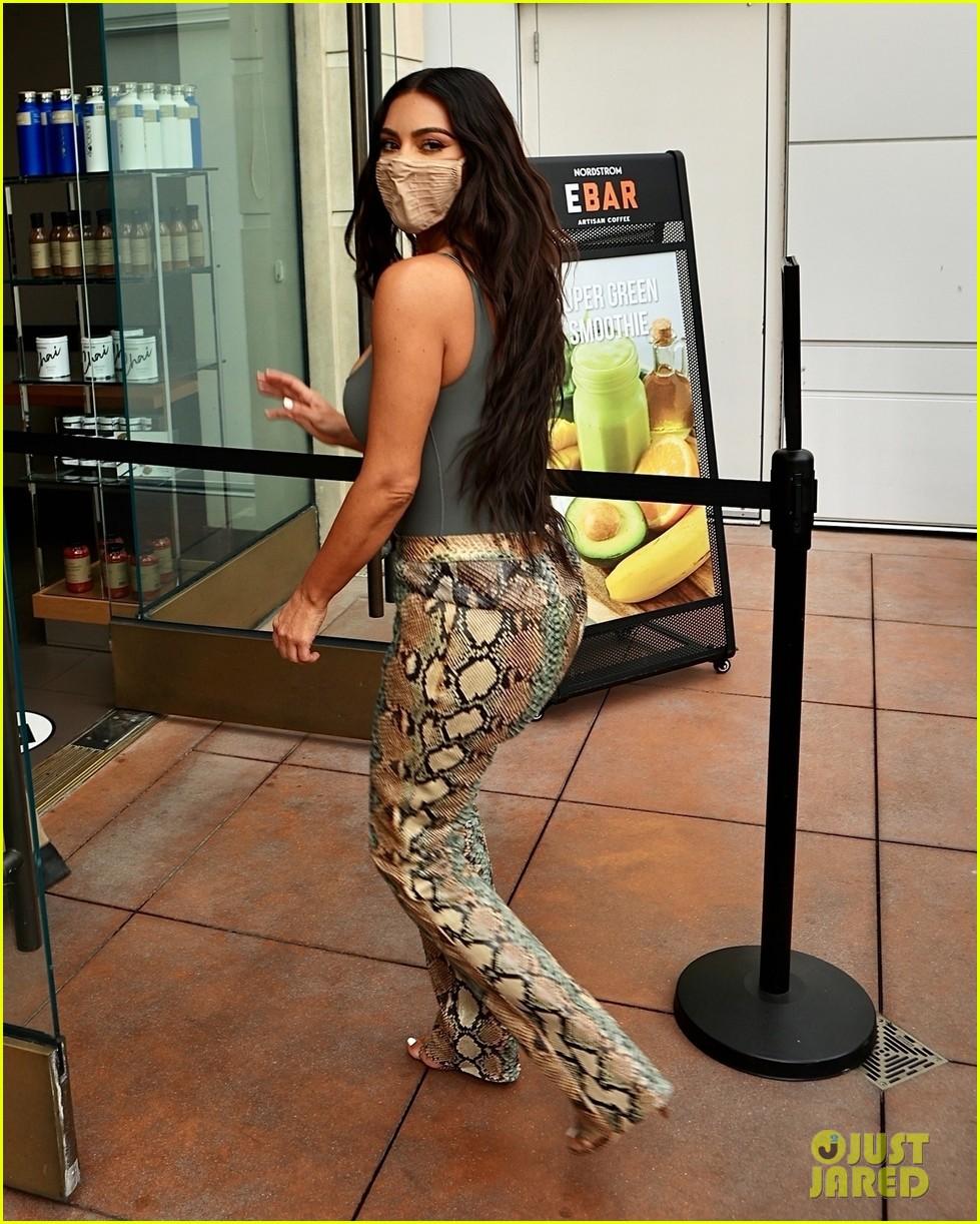 kim kardashian skims pop up shop after billionaire status 474539536