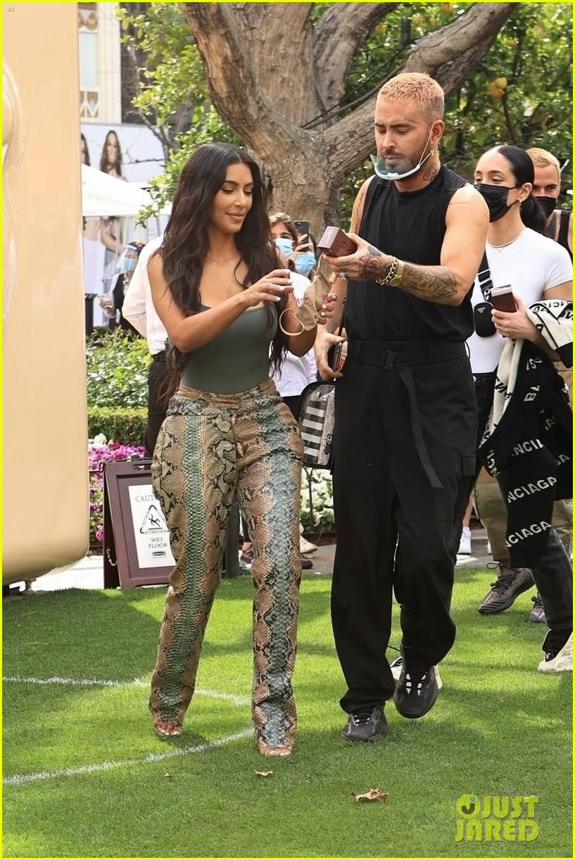 kim kardashian skims pop up shop after billionaire status 494539538