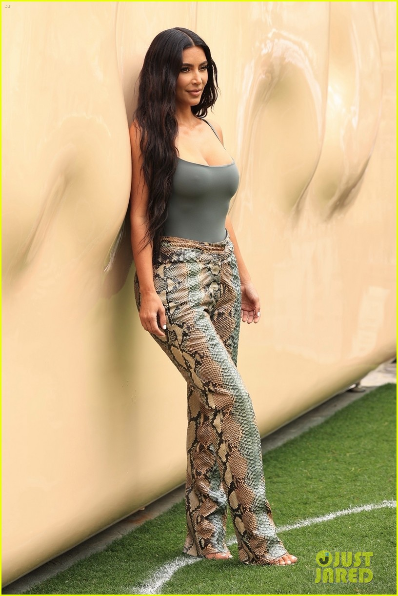 kim kardashian skims pop up shop after billionaire status 584539547