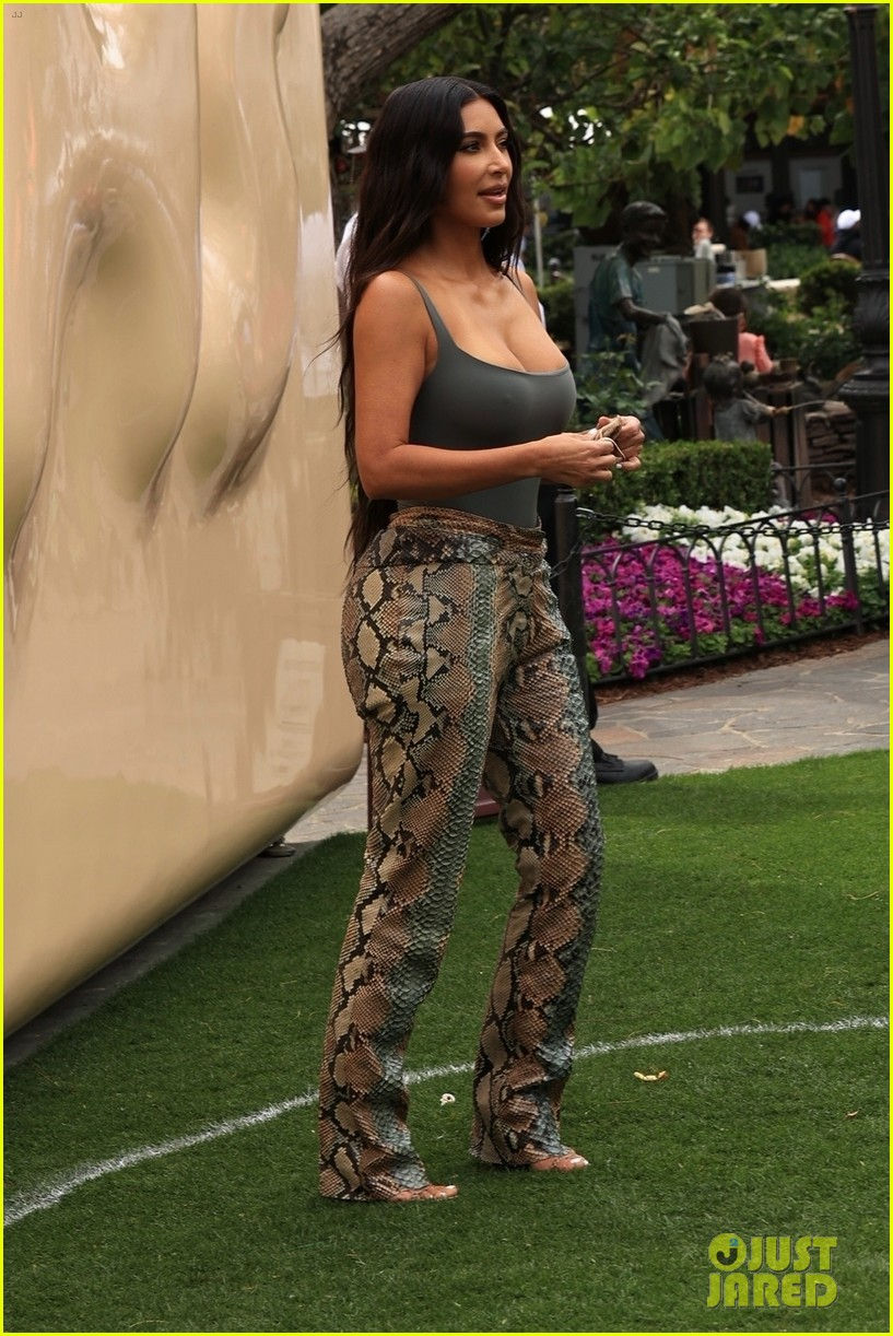 kim kardashian skims pop up shop after billionaire status 664539555