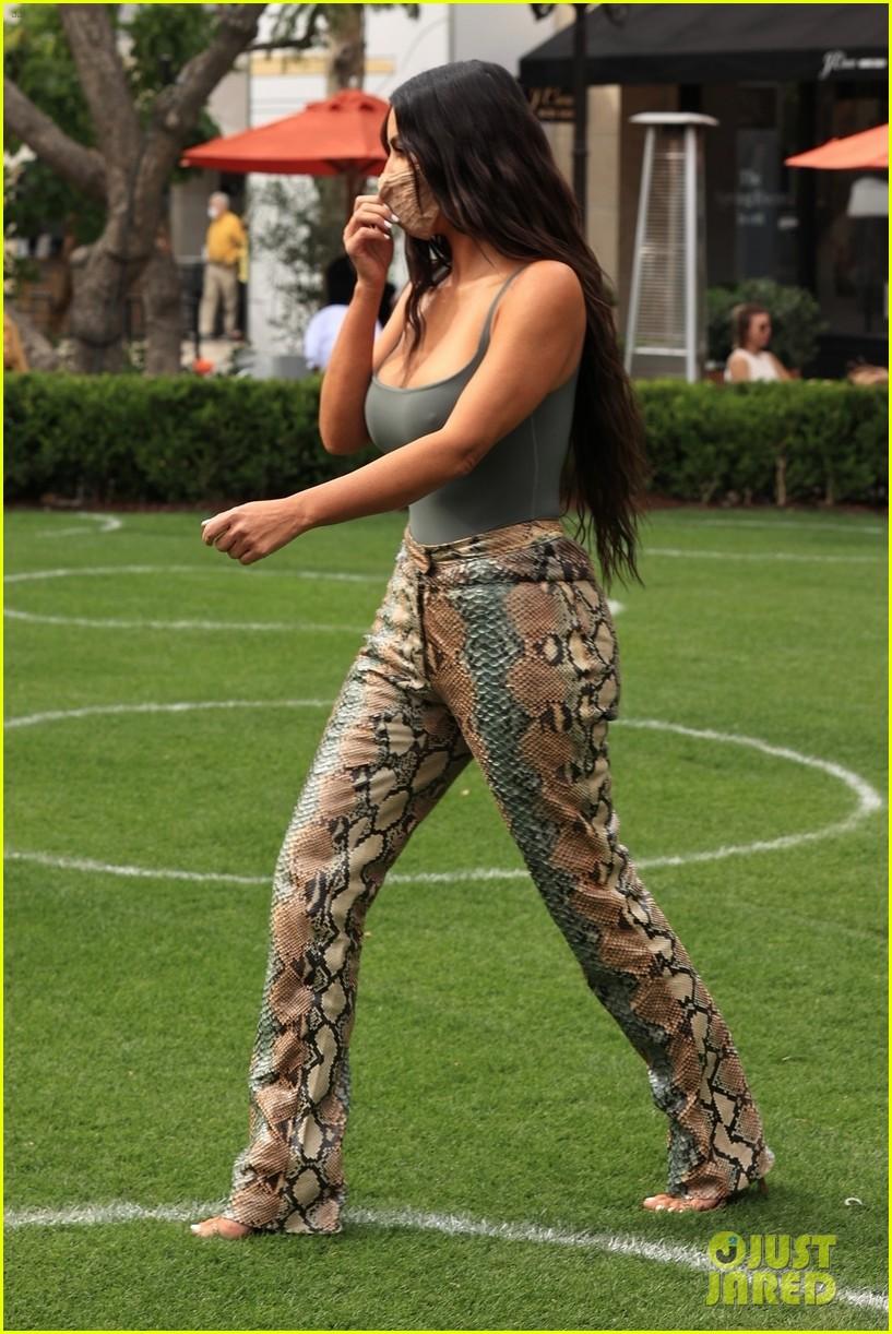 kim kardashian skims pop up shop after billionaire status 704539559