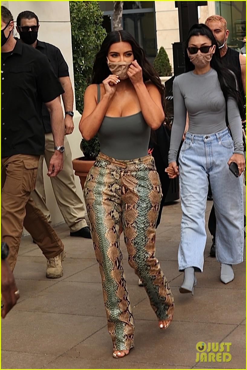 kim kardashian skims pop up shop after billionaire status 774539566