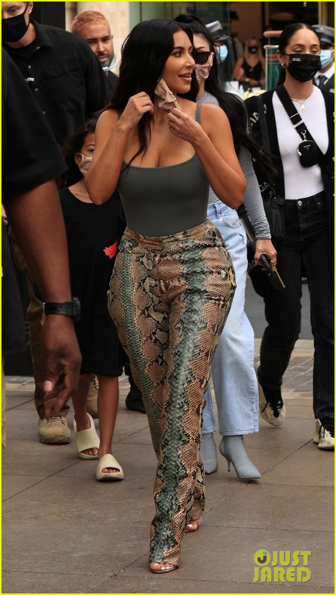 kim kardashian skims pop up shop after billionaire status 784539567