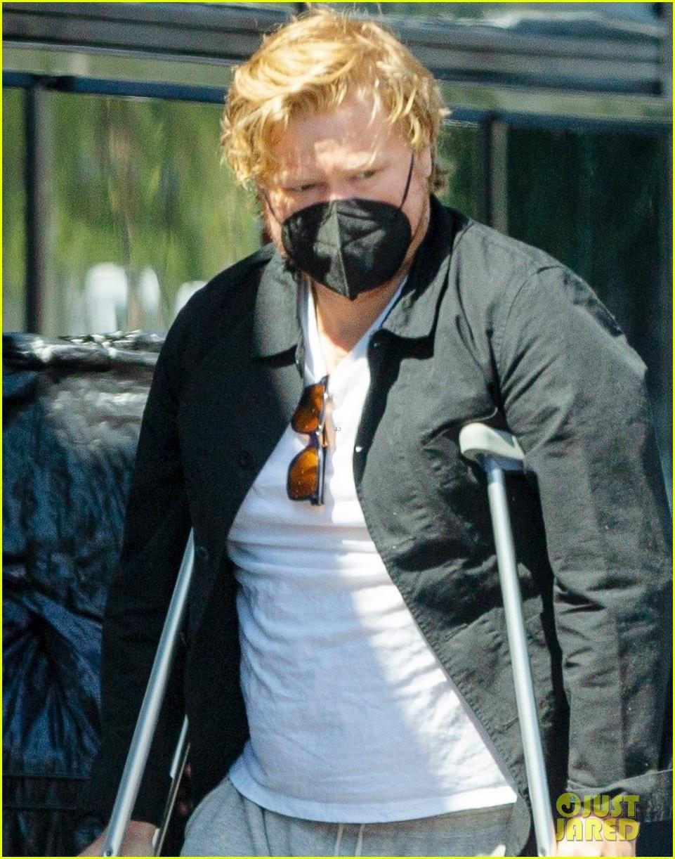 jesse plemons wears leg brace kirsten dunst baby no 2 024539621