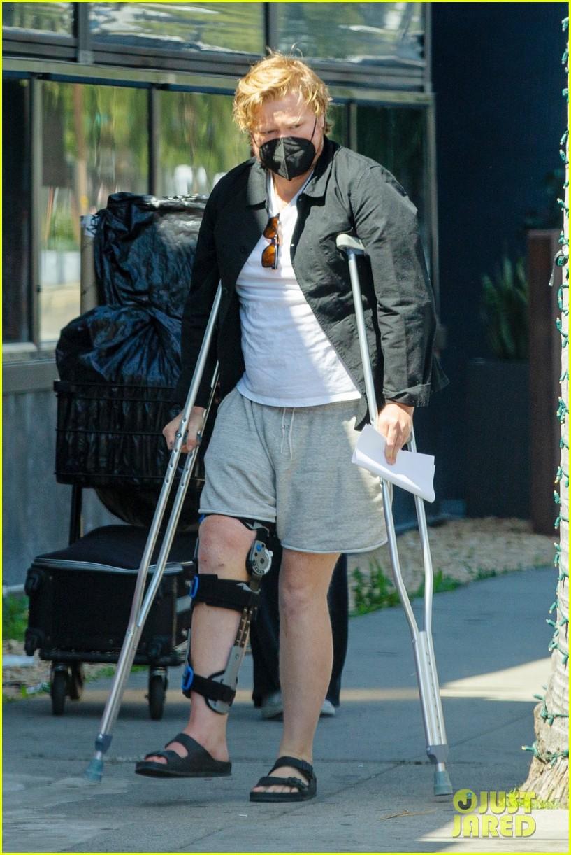 jesse plemons wears leg brace kirsten dunst baby no 2 054539624