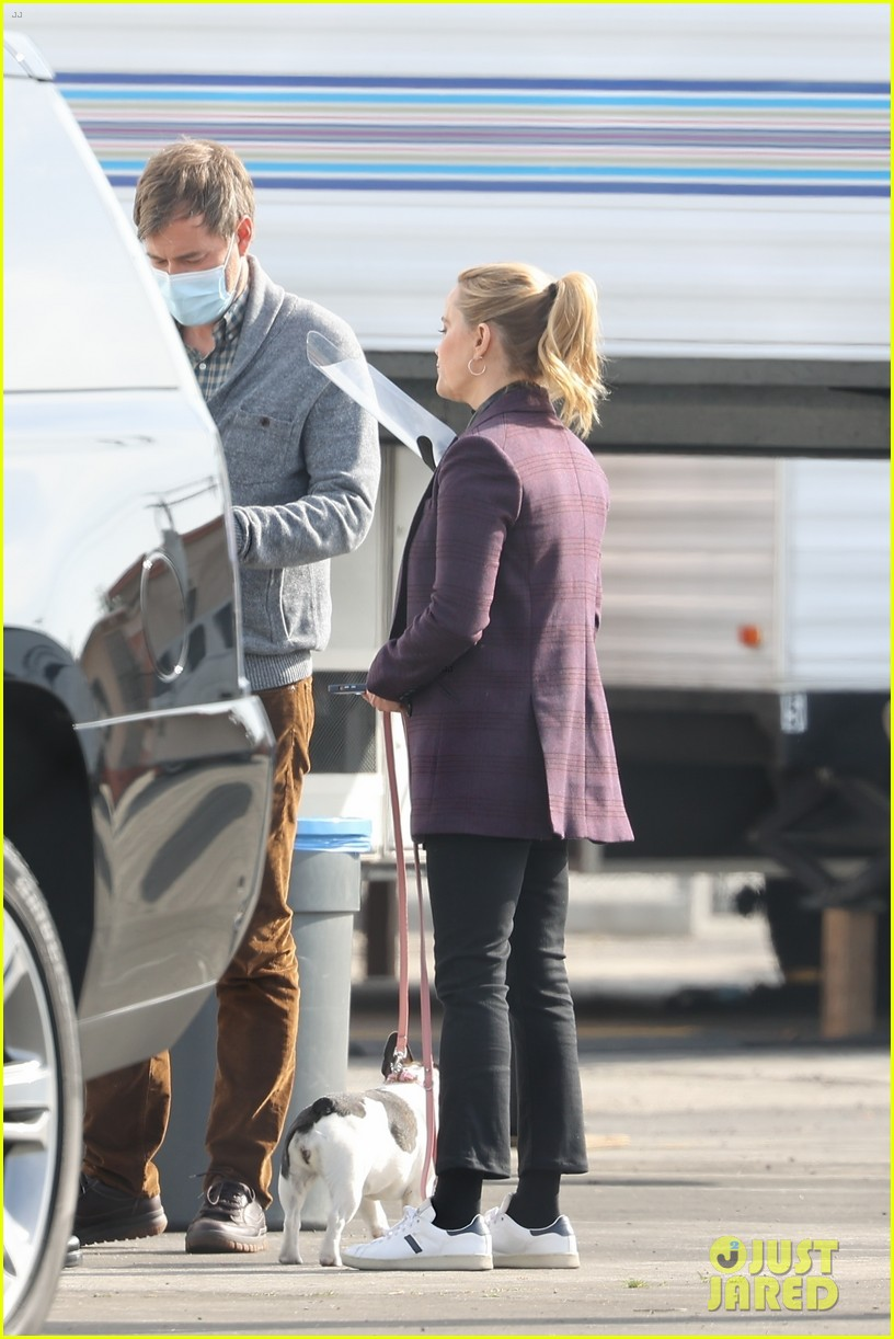 reese witherspoon morning show set with mark duplass 034541373