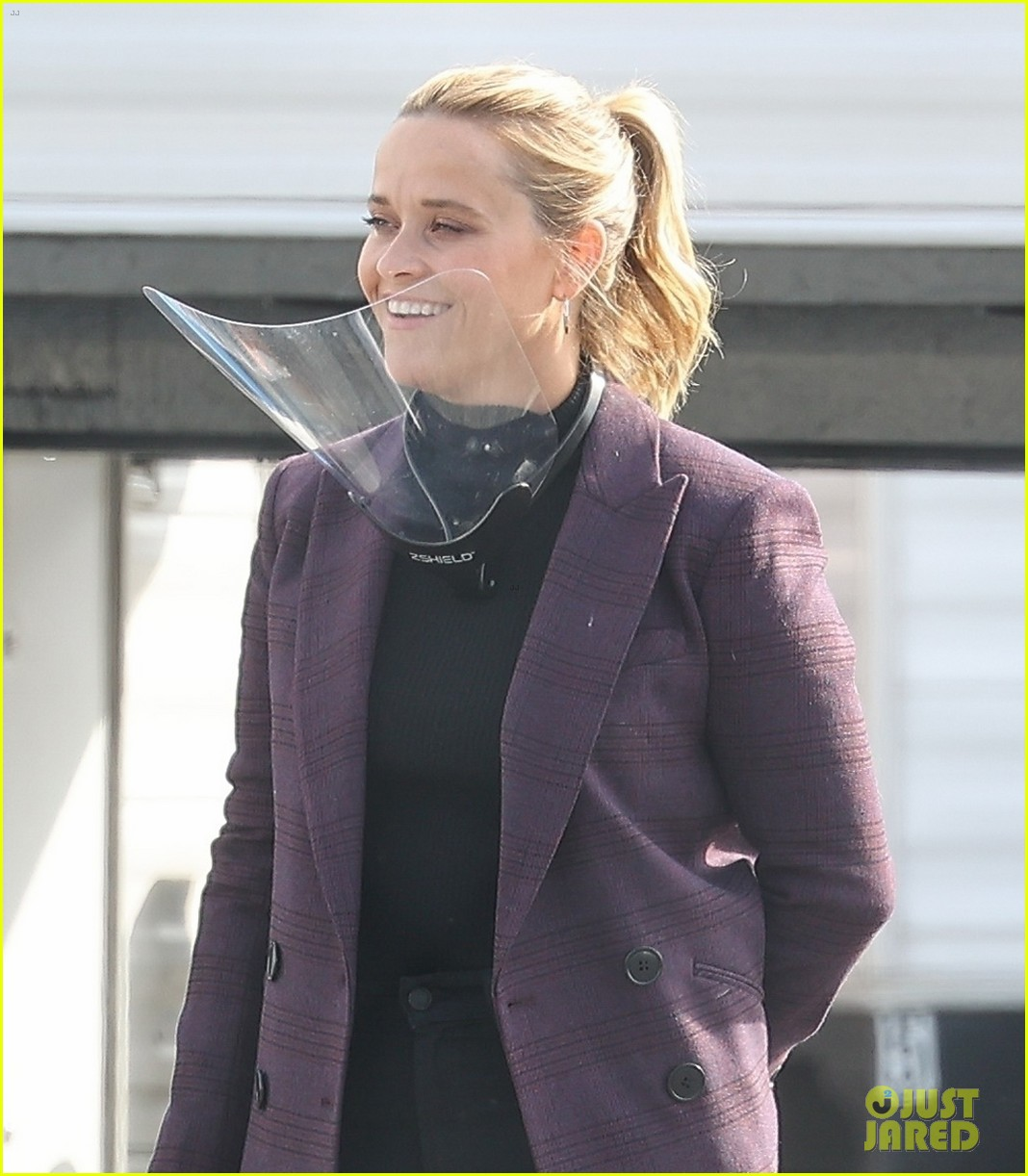 reese witherspoon morning show set with mark duplass 044541374