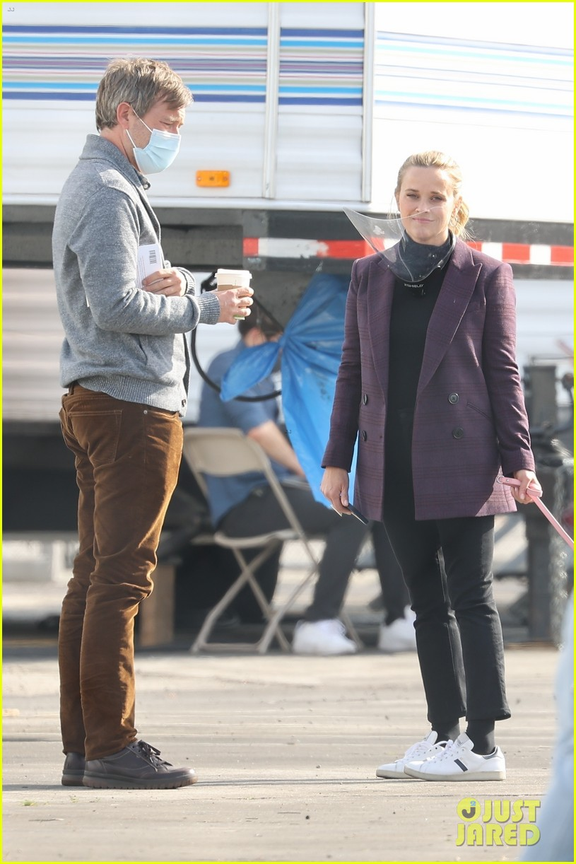 reese witherspoon morning show set with mark duplass 054541375