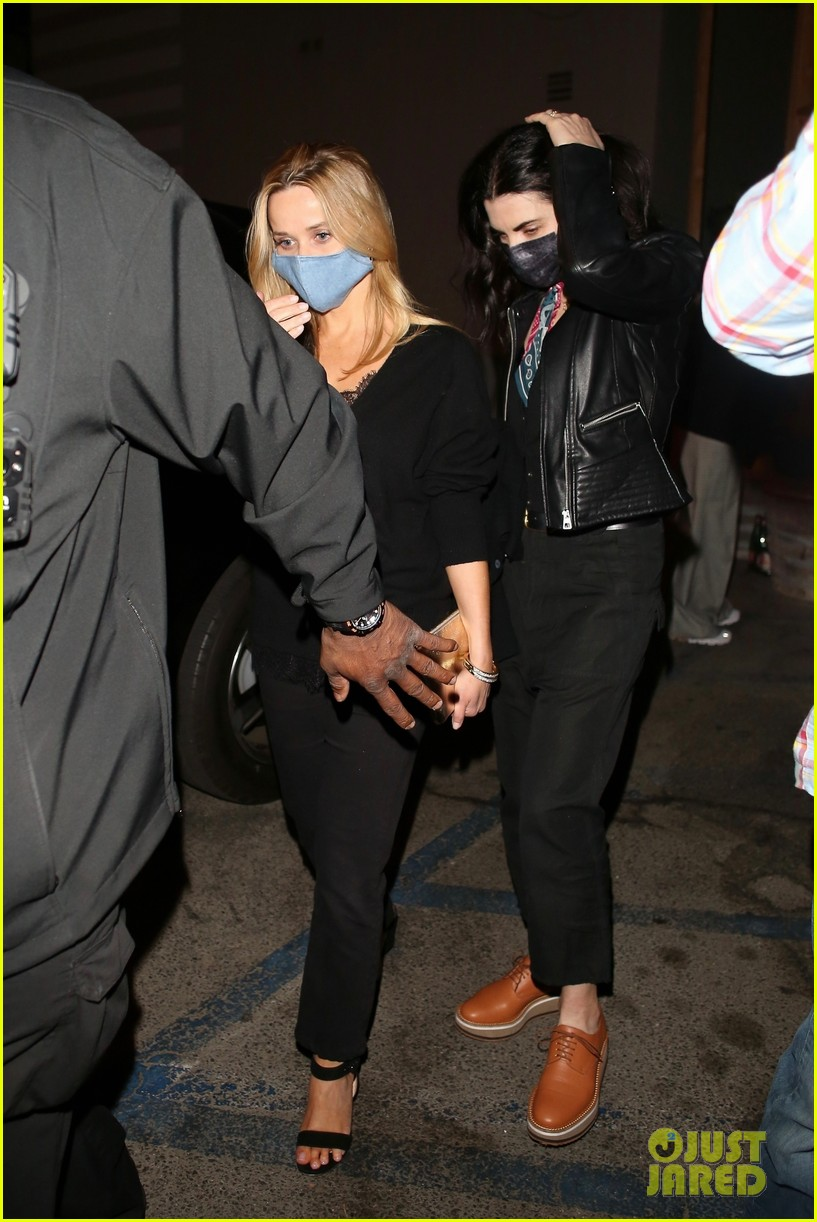 reese witherspoon julianna margulies dinner april 2021 054545767