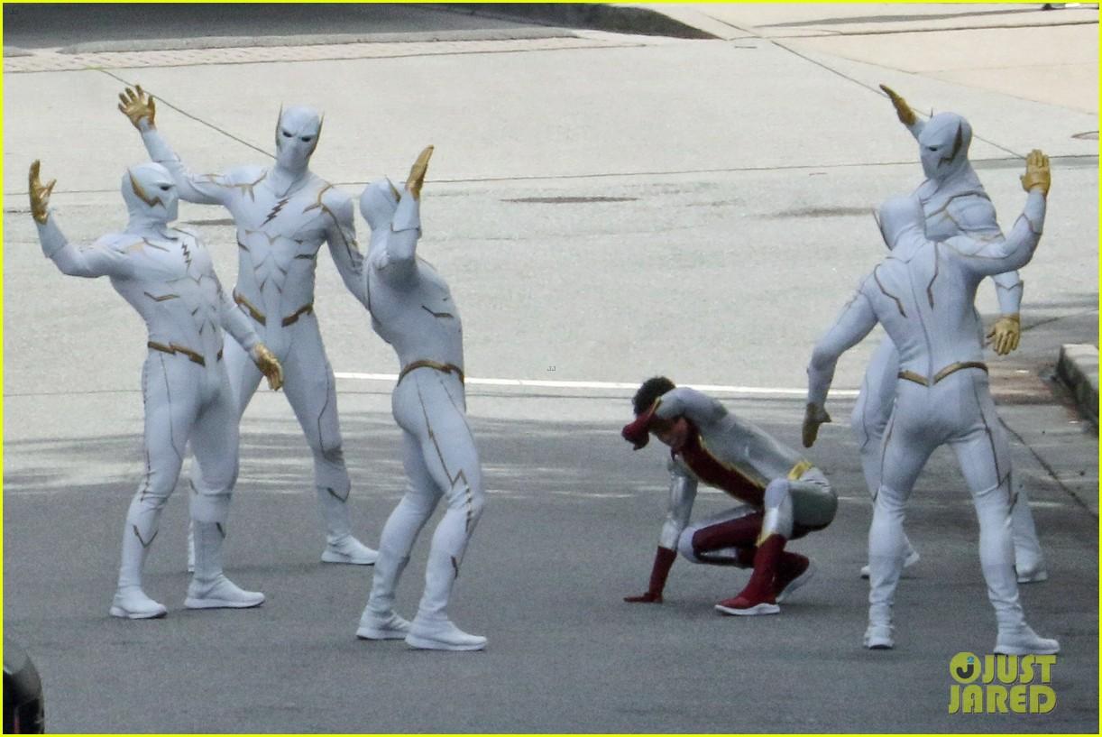 The Flash   Jordan Fisher é visto em set com o traje de Impulso 1
