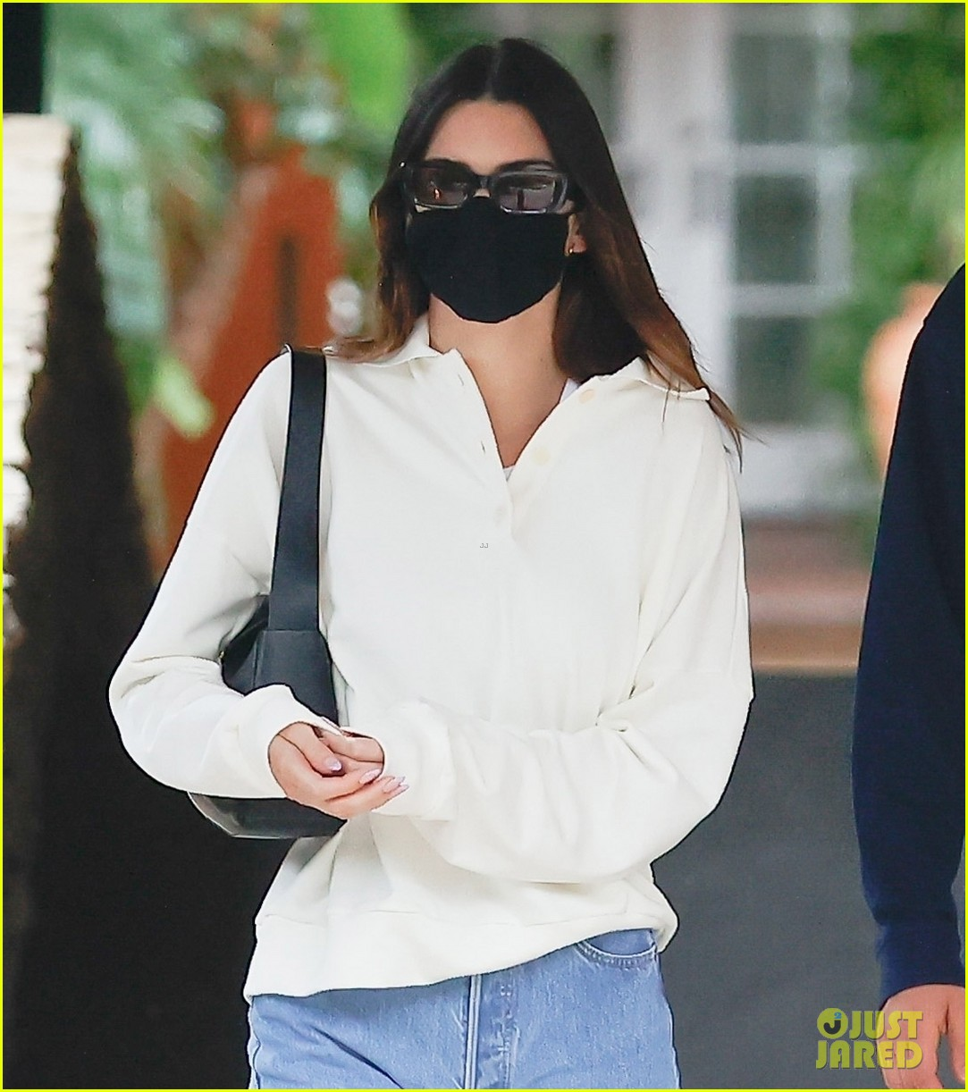 kendall jenner out with fai khadra 044553191