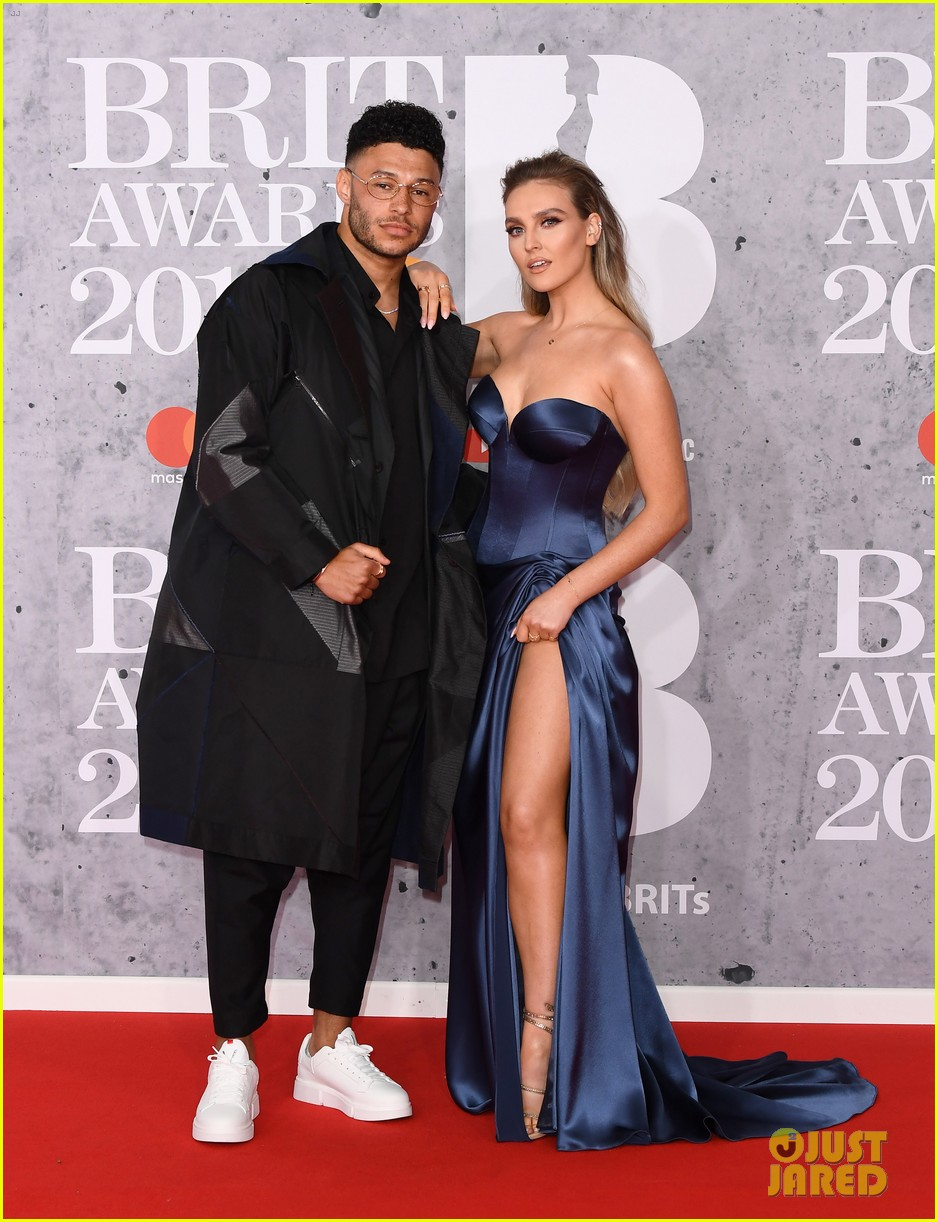 perrie edwards pregnant 014554408