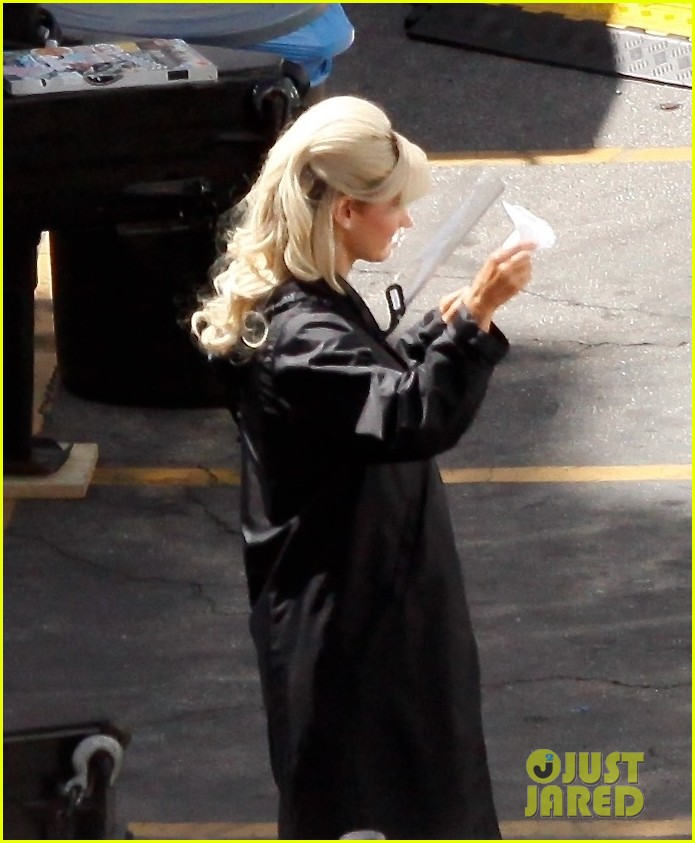 lily james as pamela anderson first set photos 074552167