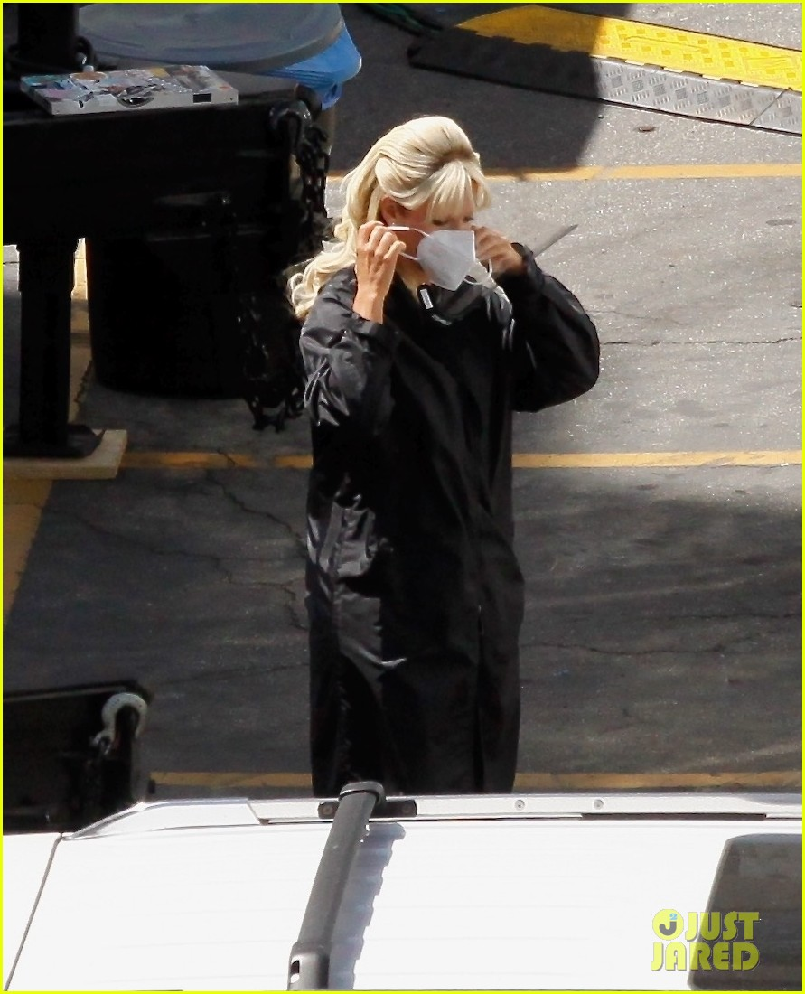 lily james as pamela anderson first set photos 084552168