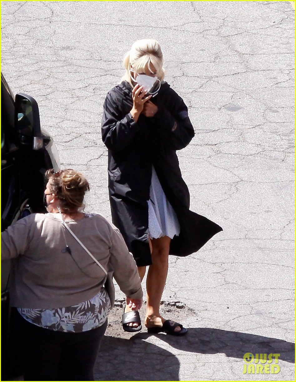 lily james as pamela anderson first set photos 104552170