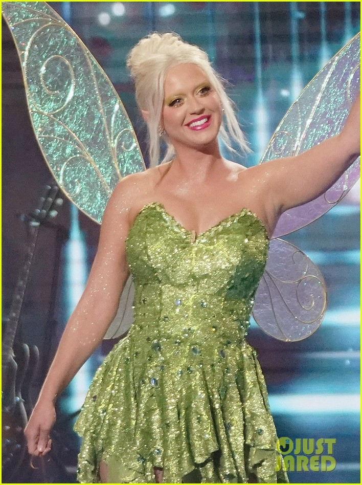 katy perry dresses as tinker bell for disney night american idol 024551211
