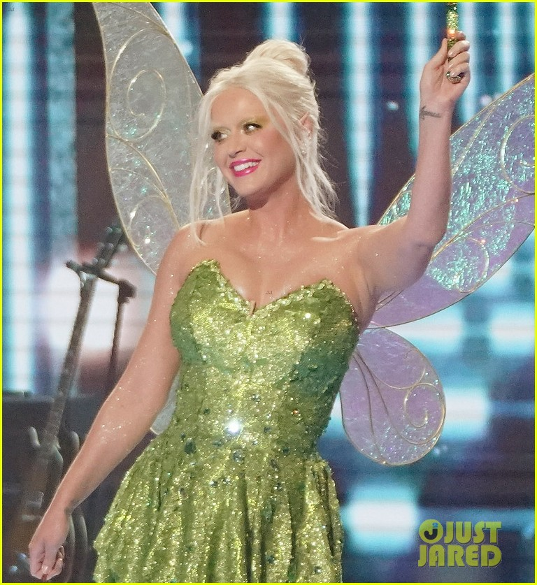 katy perry dresses as tinker bell for disney night american idol 044551213