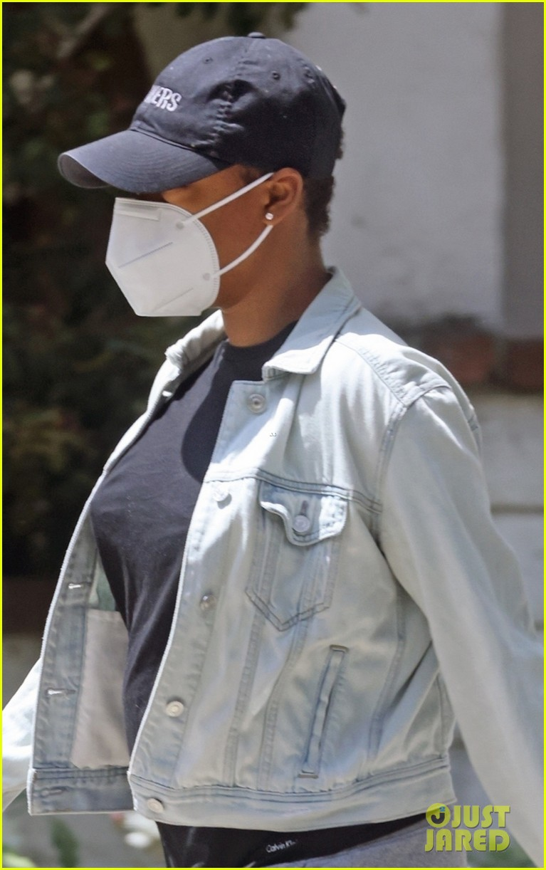 samira wiley leaves home waiting car first since welcoming daughter 024556535