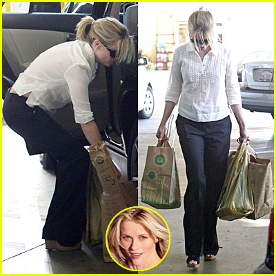 Reese Witherspoon Grocery Shopping