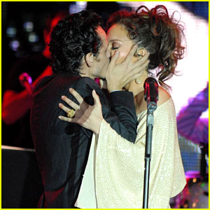 Jennifer Lopez Kisses Marc Anthony