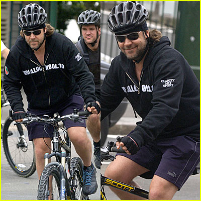 Russell Crowe Bicycles with Buddies