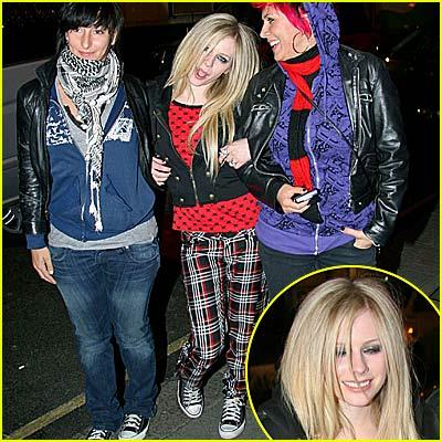 Avril Lavigne is a Party Princess