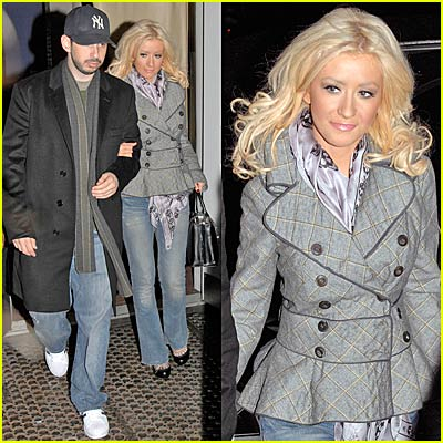 Christina Aguilera is Beautiful Bar None