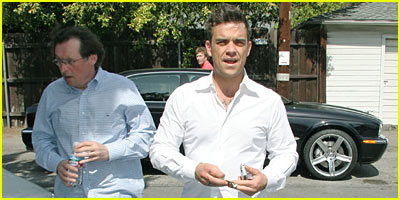 Robbie Williams Attends AA Meeting, Gets JJ Approval