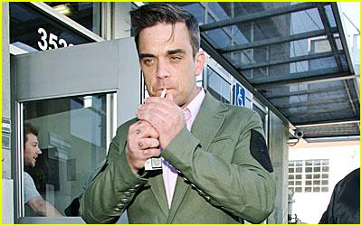 Robbie Williams Pulls a Britney