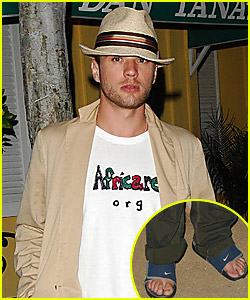 Ryan Phillippe: Look at My Cute Toes