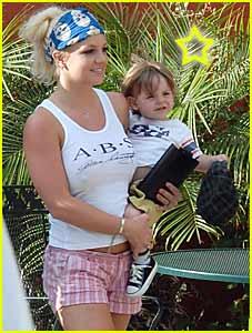 Britney Spears Goes Bra-less