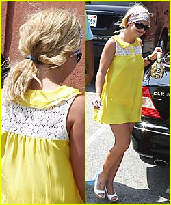 Britney Spears' Ponytail Wigs Out