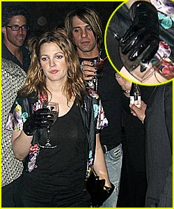 Drew Barrymore: New Glove Trend