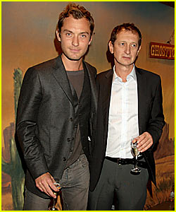Jude Law Makes Nuturing Bed