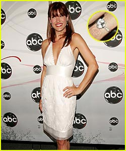 Kate Walsh: Look at my Engagement Ring!