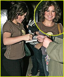 Kelly Clarkson Plays it Koi