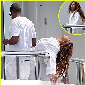 Beyonce Hangs Off Balcony
