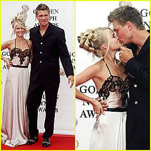 Chad & Kenzie Kiss on the Red Carpet