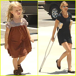 Gwyneth On Crutches = Can't Cover Face