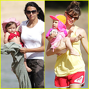 Jennifer Garner: Daughters' Day @ the Beach