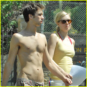 Julia Stiles Hikes With a Hunk