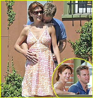 Kate Walsh Rubs Belly, is Pregnant?