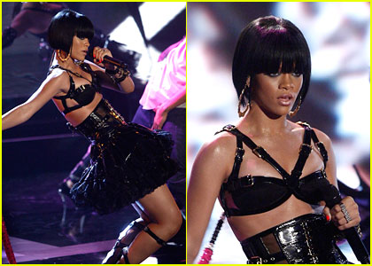 Rihanna Performs @ MTV Movie Awards 2007